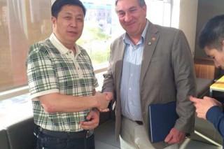 """国际蘑菇科学学会主席格雷格·西莫先生将出任中国香菇文化村""""国际村长""""一职"""