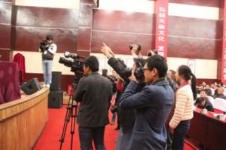 媒体记者聚焦第三届全国天麻大会