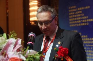 开幕式致辞:国际蘑菇协会主席雷格西蒙 ()