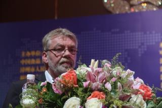Bart de leeuw:《促进蘑菇生长的堆肥和添加剂》 ()