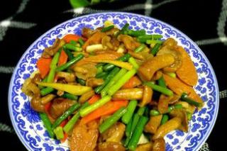蒜苔炒滑子菇