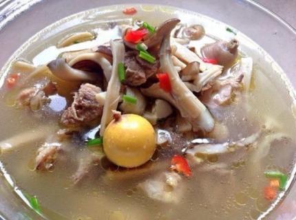 雨季的馈赠:来看看在腾冲吃野生菌的6种吃法