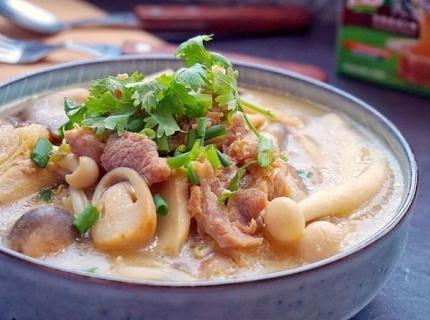 鲜菇杂菌汤的做法,秋高气爽的季节,菌汤这样做,养生又营养