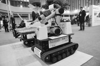 """采蘑菇的机器人亮相江苏国际农机展 解决蘑菇采摘的""""最后一公里"""" ()"""