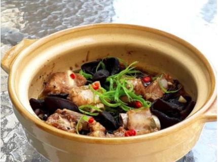美味的黑木耳蒸排骨,香喷喷,让人流口水,是一道不错的下饭好菜