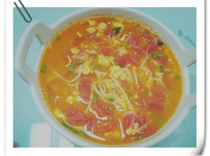 西红柿试试这样做,搭配金针菇,味道更惊艳,一学就会