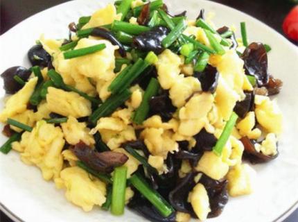 韭苔黑木耳炒鸡蛋,上手简单,营养可口