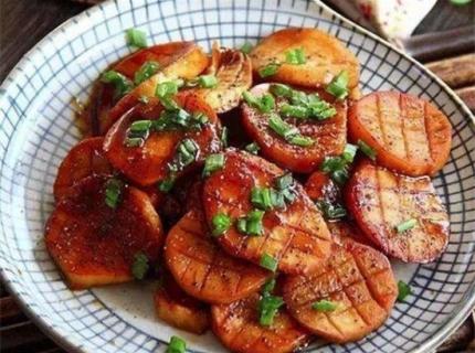 黑椒汁小杏鲍菇,汁多味浓,虽是素菜味道却很浓烈