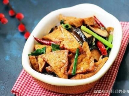 1块豆腐,5个香菇,超简单的做法也能做出有味的下饭菜