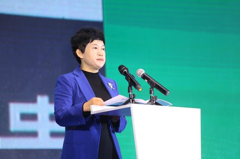 开幕式:主持人 杨永英 黔西南州委副书记、州长