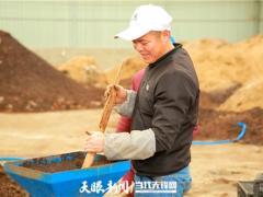 """毕节七星关河坝社区:香菇产业再""""升温"""" 菌农增收喜笑颜"""