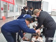 惠民县食用菌产业园向抗击疫情一线工作人员捐赠10000斤香菇 ()