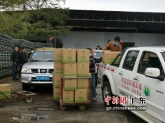 惠州市鸿兴农业向博罗县防疫一线的工作人员捐赠40吨金针菇 ()
